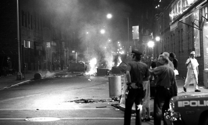 garbage-burning-in-nyc-streets-1977